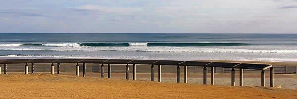 屋形海岸の波